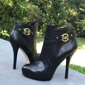 MICHAEL KORS LEATHER PLATFORM ANKLE BOOTIES